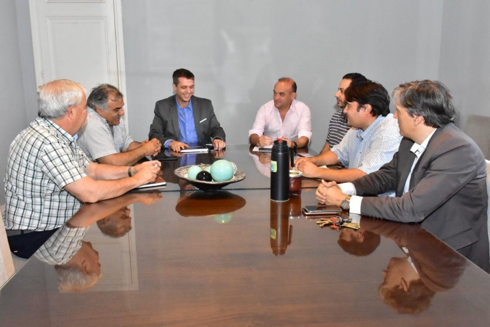 El Presidente de la Cooperativa Eléctrica de Concordia se reunió con el Intendente Cresto. - Central de Noticias